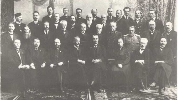 Объединенная комиссия по открытию университета. К. Д. Покровский в первом ряду крайний справа.
